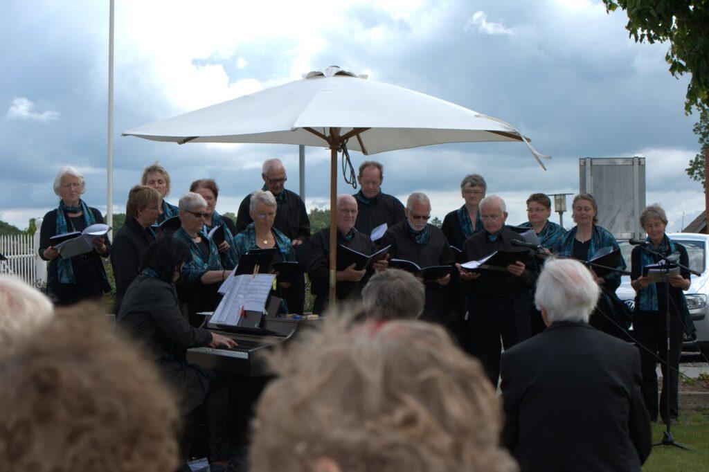 Jubilate 2010 Frilufts gudstjeneste i V. Tørslev på den grønne plads.